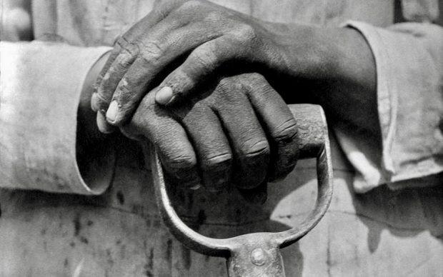 tina-modotti-le-mani-di-un-lavoratore-delledilizia-messico-1926-620x388-1633887062.jpeg
